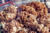 Bí quyết làm lòng lợn chiên giòn đặc sản Philippines