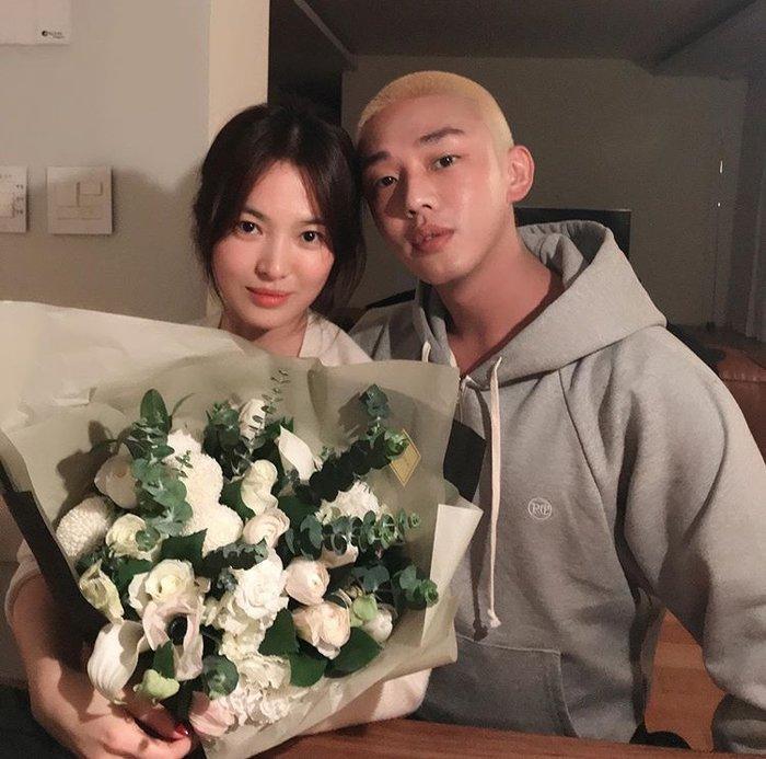 Song Hye Kyo ăn sinh nhật bên Yoo Ah In: Ngọt ngào tựa đầu vào nhau!-1