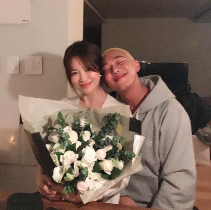 Song Hye Kyo ăn sinh nhật bên Yoo Ah In: Ngọt ngào tựa đầu vào nhau!-2