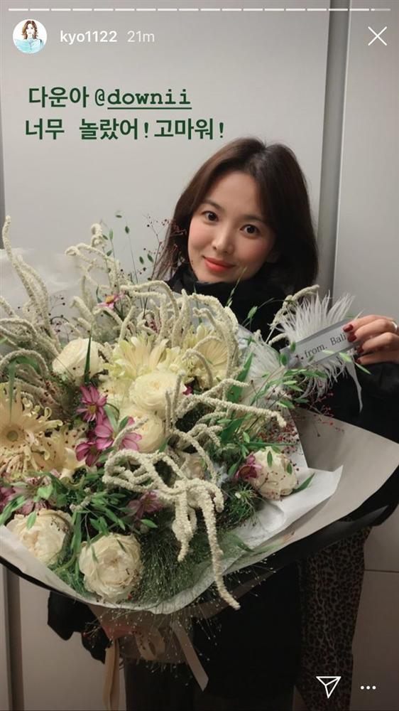 Song Hye Kyo ăn sinh nhật bên Yoo Ah In: Ngọt ngào tựa đầu vào nhau!-4