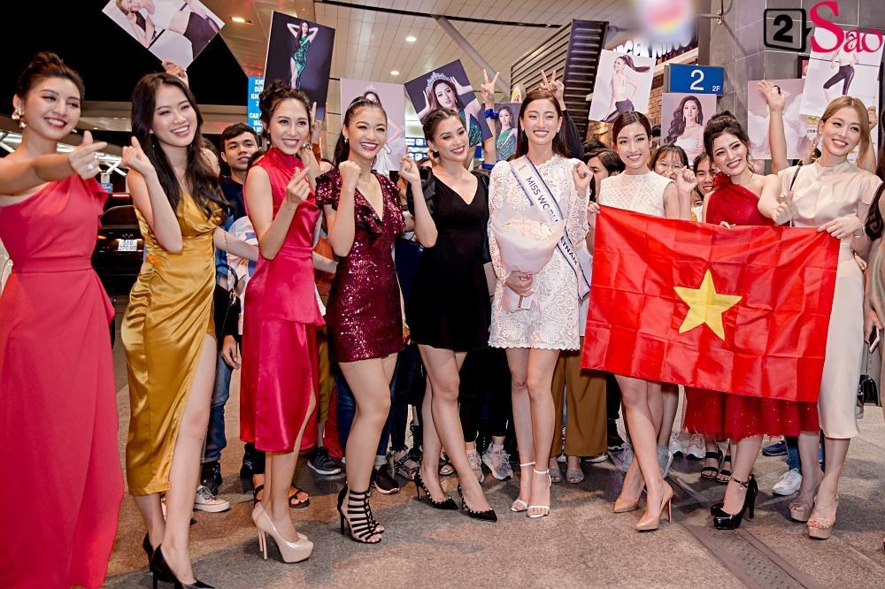 Dàn hoa hậu đổ bộ sân bay lúc nửa đêm tiễn Lương Thùy Linh lên đường thi Miss World 2019-8