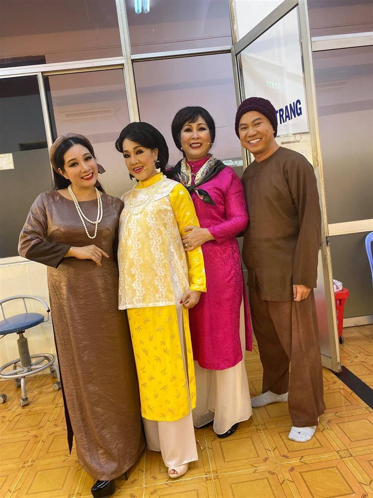 NSND Hồng Vân lên tiếng vụ áo dài Việt bị gọi là phong cách Trung Quốc: Đồ ăn cắp, hết lịch sự nổi với chúng mày-5