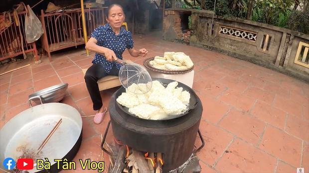 Cho nguyên rổ ớt chưa cắt trộn cùng mỳ, bà Tân Vlog làm ai cũng thắc mắc liệu có cay như trong truyền thuyết?-2