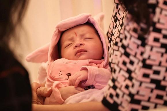 Tròn 1 tháng sau sinh, bà xã Bùi Tiến Dũng khoe ảnh xinh đẹp đến khó tin-1