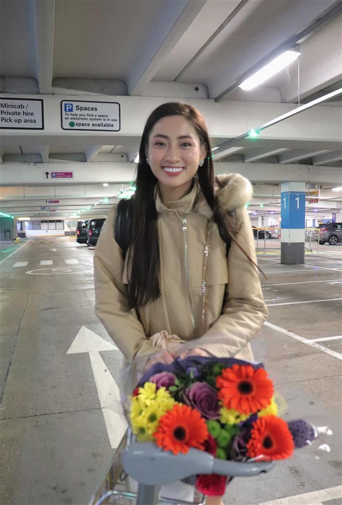 Vừa đặt chân tới Miss World 2019, Lương Thùy Linh mặc ngay đầm hồng phong thủy thi tài năng-2