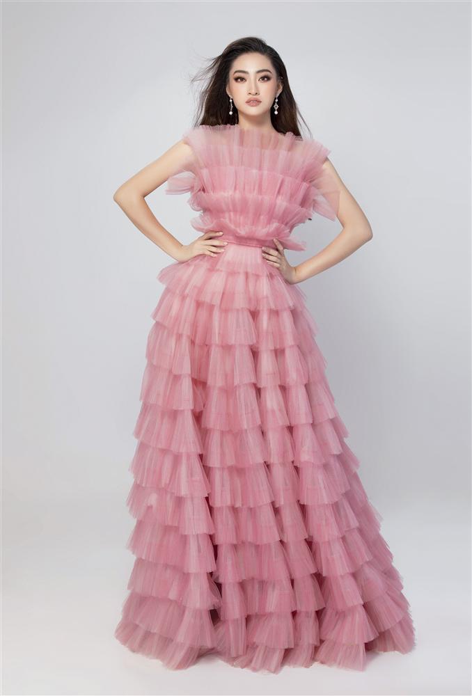 Vừa đặt chân tới Miss World 2019, Lương Thùy Linh mặc ngay đầm hồng phong thủy thi tài năng-3