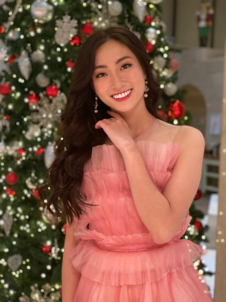 Vừa đặt chân tới Miss World 2019, Lương Thùy Linh mặc ngay đầm hồng phong thủy thi tài năng-7