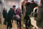 Văn Lâm ôm chầm mẹ tại sân bay Nga sau hai năm xa nhà