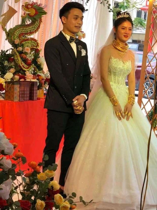 Dân mạng xuýt xoa trước cô dâu Cao Bằng vàng dát từ đầu đến chân trong đám cưới-3