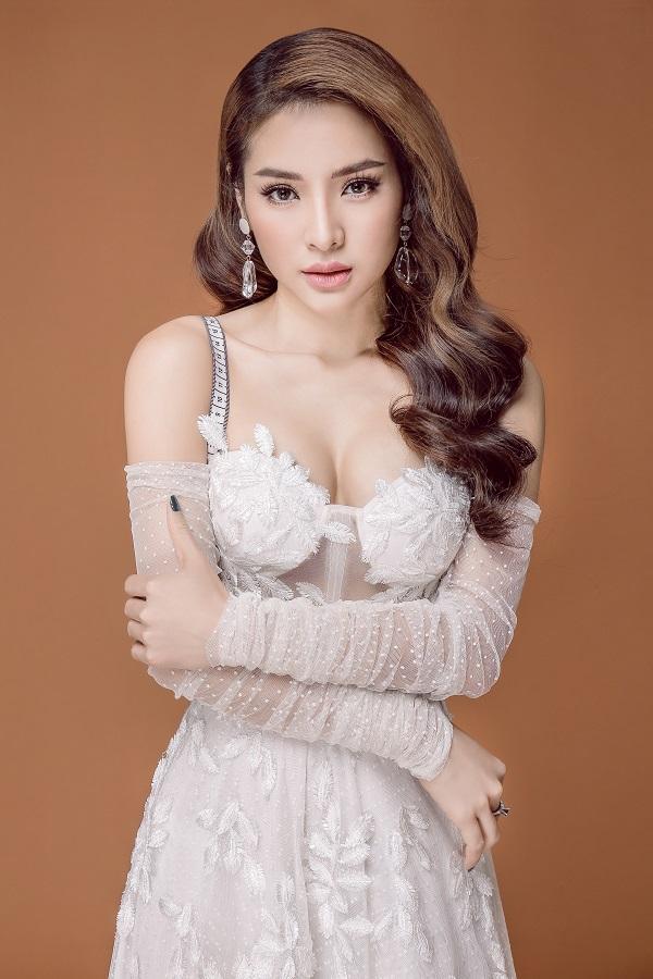 Quang Lê - Phương Trinh Jolie lần đầu song ca bolero Xóm nhỏ tình quê-2