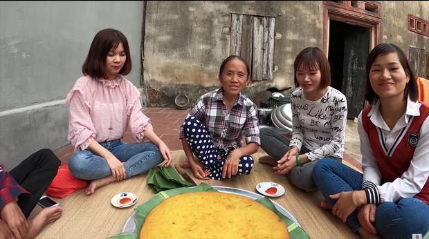 Làm bánh khoai khổng lồ nhưng bị đen một mảng lớn, bà Tân Vlog có cách chữa cháy siêu hay-2