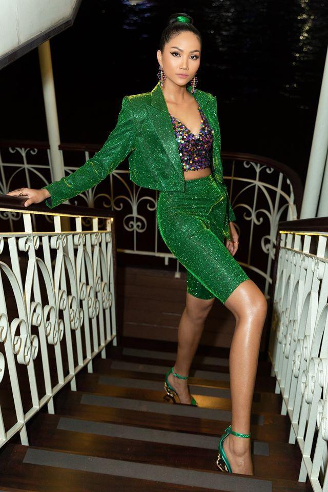 Bản tin Hoa hậu Hoàn vũ 25/11: Trương Thị May tung váy xuất thần, chặt từ HHen Niê đến mỹ nữ quốc tế-4