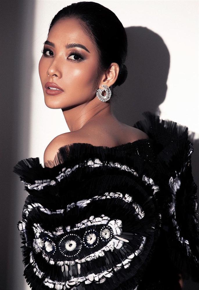Bản tin Hoa hậu Hoàn vũ 25/11: Trương Thị May tung váy xuất thần, chặt từ HHen Niê đến mỹ nữ quốc tế-5