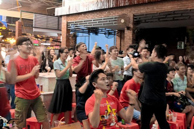 Nghệ sĩ hào hứng khi U22 Việt Nam thắng Brunei 6-0-2
