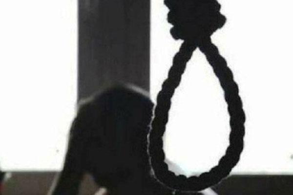 Mẹ treo cổ tự tử sau khi sinh con 3 tháng-1