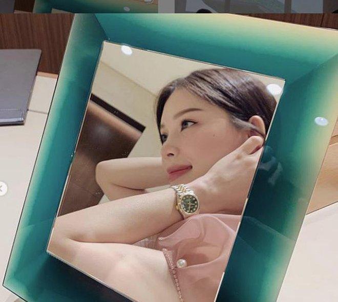 3 thiếu gia Việt chiều bạn gái: Người bỏ 350 triệu mua đồng hồ, người sắm xế hộp 13 tỷ-2