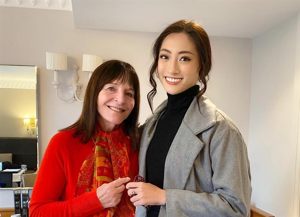 Lương Thùy Linh trò chuyện thân mật, nhận cơn mưa lời khen từ chủ tịch Miss World-1