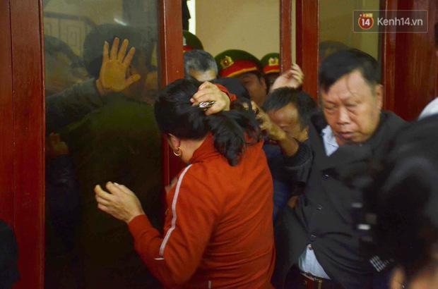 Nóng: Lần đầu tiên bố và chị gái nữ sinh giao gà bị sát hại ở Điện Biên xuất hiện-13