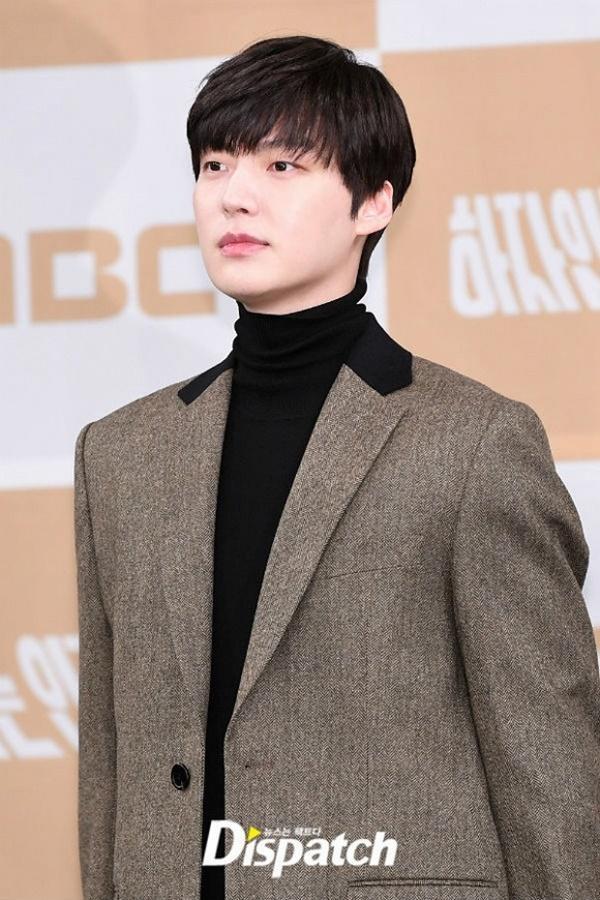 Bất chấp bê bối ly hôn, Ahn Jae Hyun công khai sánh đôi với tiểu tam tin đồn Oh Yeon Seo-3