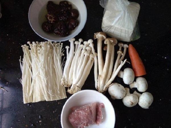 Hóa ra có một cách nấu canh nấm ngon thần sầu mà ai cũng có thể làm-1