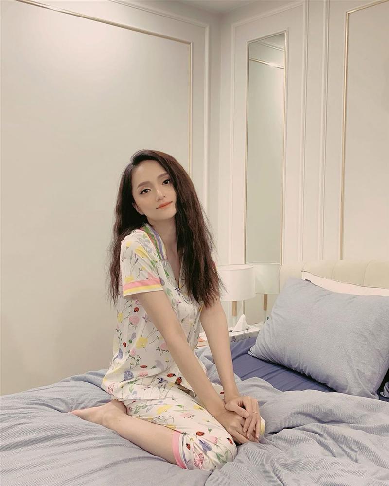 Hương Giang idol khoe hình ảnh làm nũng trên giường trái ngược hoàn toàn với phong cách sexy, sang chảnh thường thấy-5