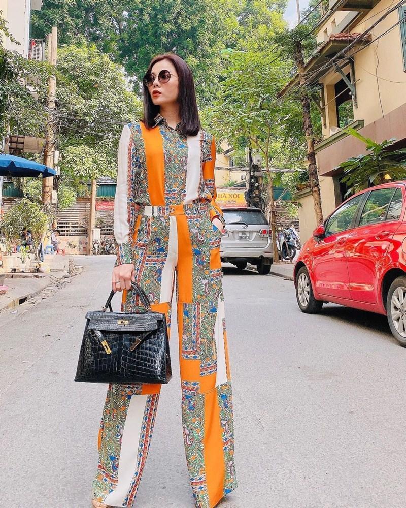 Lệ Quyên dát vài trăm triệu đồng cho một lần dạo phố - Thúy Ngân diện váy bó sát tôn dáng đồng hồ cát-6