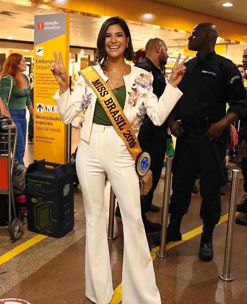 Giây phút chờ đợi nhất: Julia Horta lên đường thi Miss Universe 2019, HHen Niê cũng phát cuồng-1