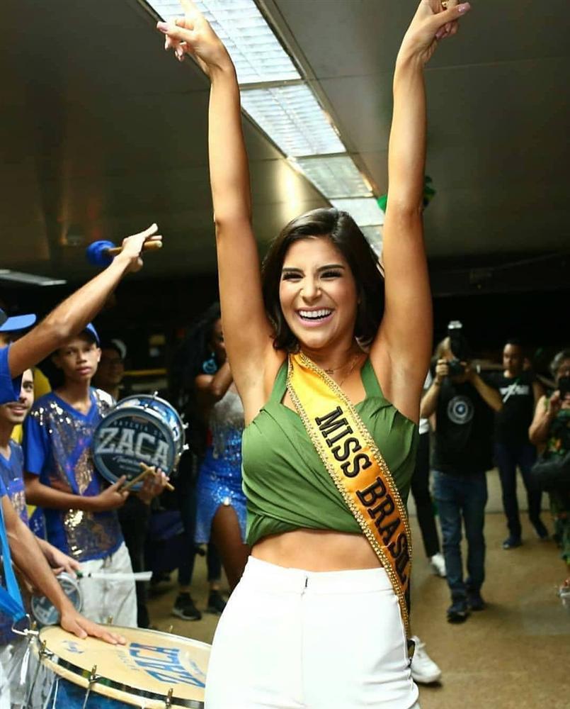 Giây phút chờ đợi nhất: Julia Horta lên đường thi Miss Universe 2019, HHen Niê cũng phát cuồng-7