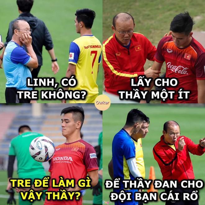 Ảnh chế Văn Hậu giận tím người vì mất oan bàn thắng trận gặp U22 Lào-10