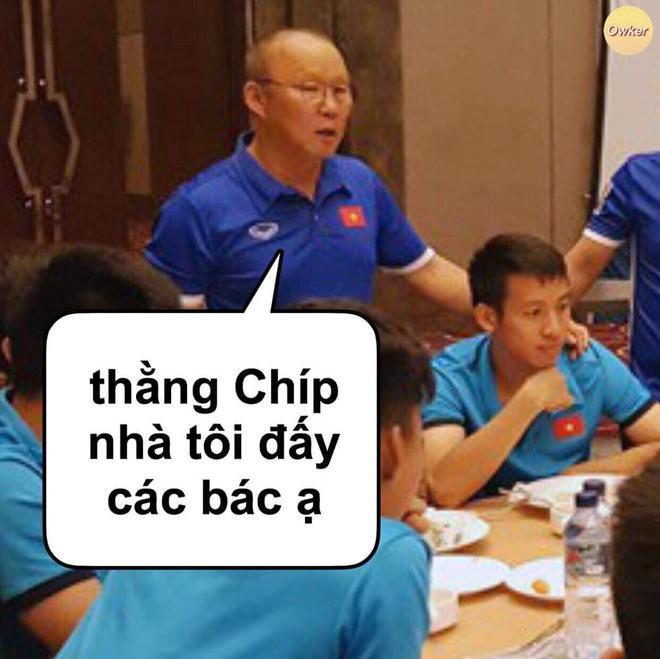 Ảnh chế Văn Hậu giận tím người vì mất oan bàn thắng trận gặp U22 Lào-8
