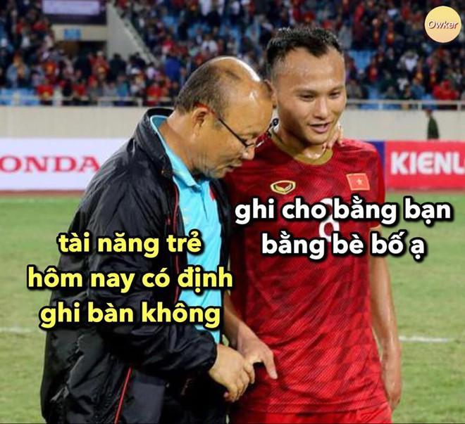 Ảnh chế Văn Hậu giận tím người vì mất oan bàn thắng trận gặp U22 Lào-9