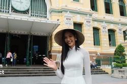 Hoàng Thùy mặc áo dài trắng, đội nón lá 'chiếm sóng' Instagram 3 triệu followers của Miss Universe