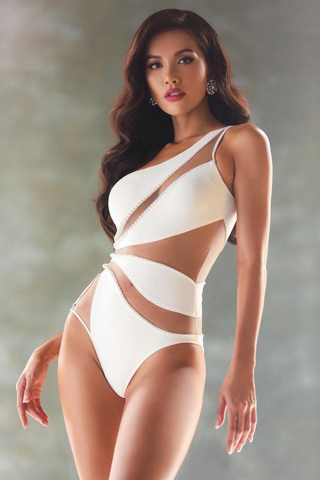 Pha đụng hàng bỏng mắt nhất Vbiz: Lương Thùy Linh - Hương Giang - Ngọc Trinh đọ body cực phẩm với 1 chiếc áo tắm-12