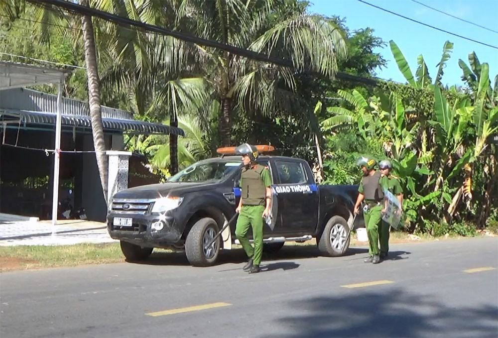 Bắt khẩn cấp kẻ chém lìa ngón tay thanh tra giao thông rồi tấn công cảnh sát-3