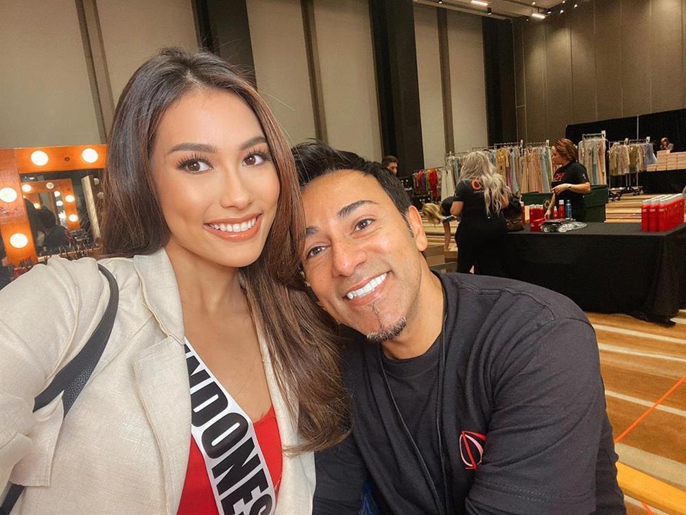 Ngày đầu tiên tại Miss Universe 2019: Hoàng Thùy hồng chói chang, Indonesia chiếm spotlight-7