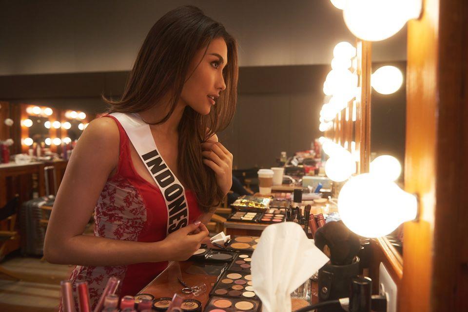 Ngày đầu tiên tại Miss Universe 2019: Hoàng Thùy hồng chói chang, Indonesia chiếm spotlight-5
