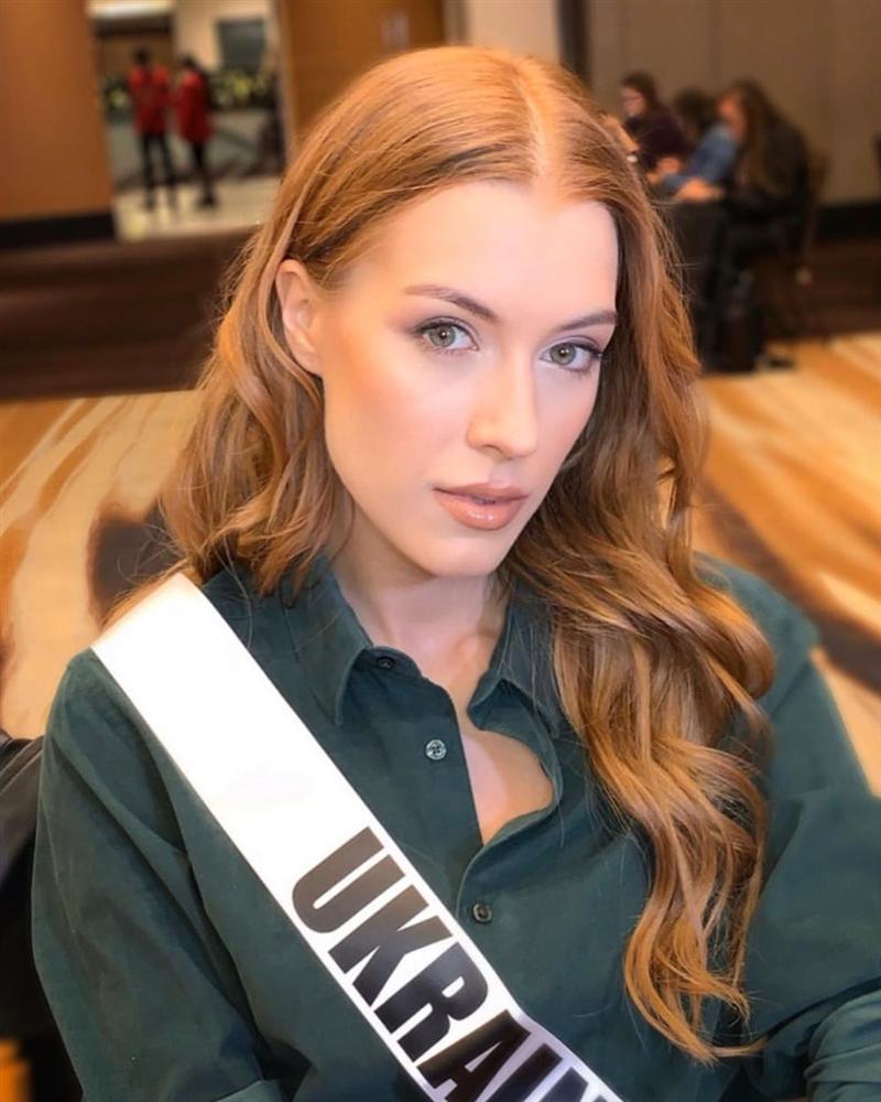 Ngày đầu tiên tại Miss Universe 2019: Hoàng Thùy hồng chói chang, Indonesia chiếm spotlight-20