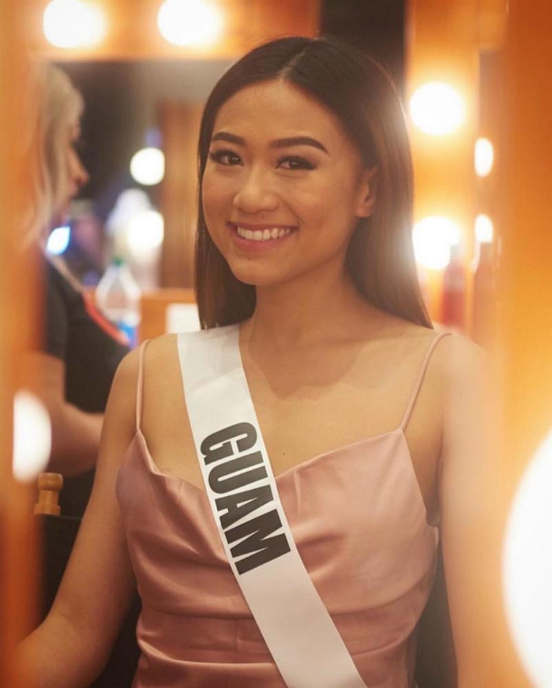 Ngày đầu tiên tại Miss Universe 2019: Hoàng Thùy hồng chói chang, Indonesia chiếm spotlight-19