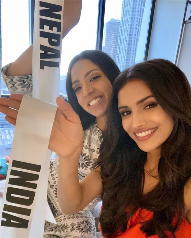 Ngày đầu tiên tại Miss Universe 2019: Hoàng Thùy hồng chói chang, Indonesia chiếm spotlight-17