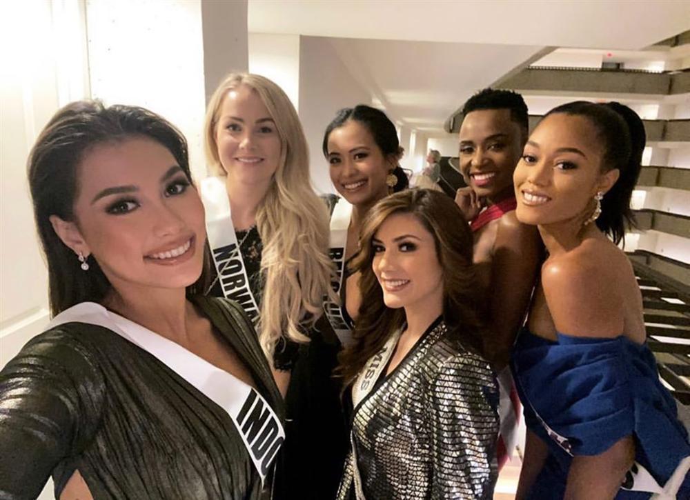 Ngày đầu tiên tại Miss Universe 2019: Hoàng Thùy hồng chói chang, Indonesia chiếm spotlight-8