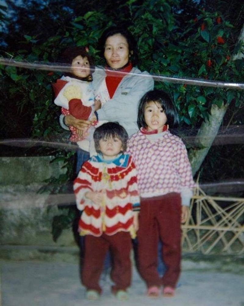 Không chỉ Hoàng Thùy dậy thì thành công, cả bố mẹ lẫn 3 chị em gái trong nhà đều lột xác kinh ngạc-3