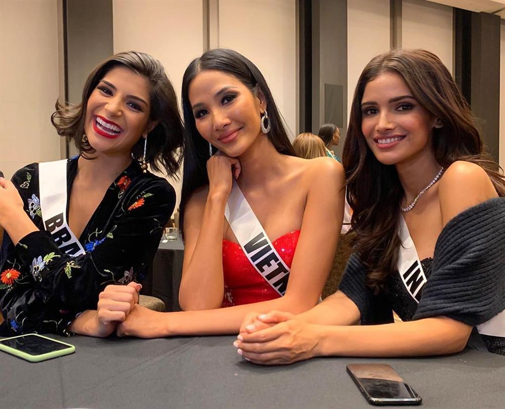 Ngày đầu nhập cuộc Miss Universe 2019, Hoàng Thùy đã khôn ngoan chơi lại chiêu cũ của HHen Niê?-3