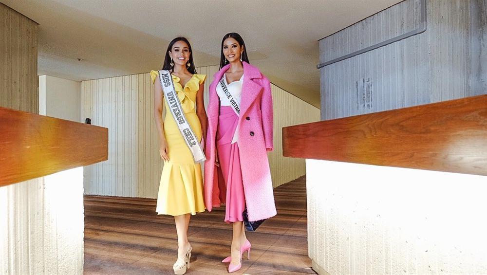 Ngày đầu nhập cuộc Miss Universe 2019, Hoàng Thùy đã khôn ngoan chơi lại chiêu cũ của HHen Niê?-5