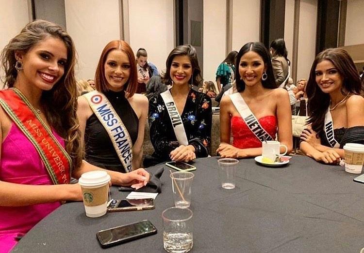 Ngày đầu nhập cuộc Miss Universe 2019, Hoàng Thùy đã khôn ngoan chơi lại chiêu cũ của HHen Niê?-2
