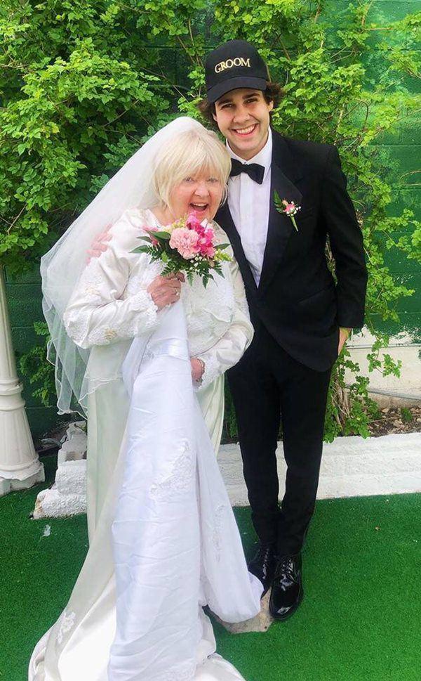 Bị bạn thân chê ế, chàng trai cưới luôn mẹ bạn để được gọi là bố-2