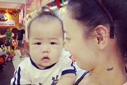 Trương Bá Chi đăng ảnh trực diện con trai thứ 3, gián tiếp đáp trả tin đồn cha bé là người ngoại quốc