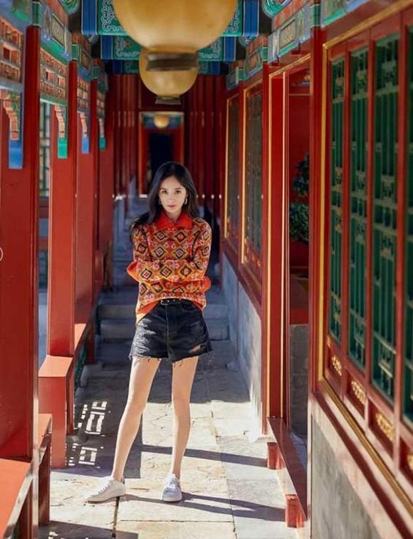 Dương Mịch khoe nhan sắc ngày càng lên hương sau khi ly hôn, fans trầm trồ vẻ đẹp của gái một con-4