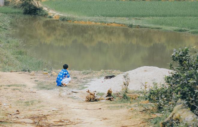 Ngày chị gái lấy chồng, em trai khóc cạn nước mắt, ngồi nhìn ra dòng sông-3