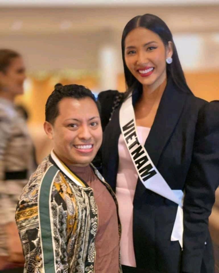 Ngày thứ hai tại Miss Universe 2019: Hoàng Thùy lộ vẻ nhợt nhạt, bị chê make-up không đẹp-1