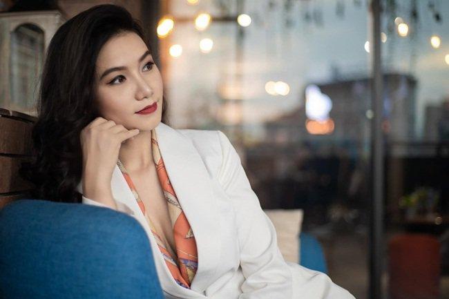 Người đàn bà trơ nhất Hoa Hồng Trên Ngực Trái: Tối không đi đâu vì chơi tô màu với con-8